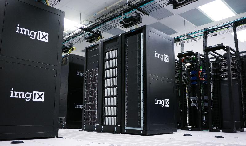 Ejemplo de servidores en un centro de procesamiento de datos